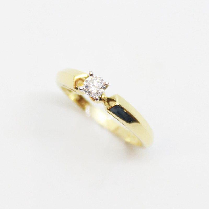 ANILLO SOLITARIO DE ORO AMARILLO CON BRILLANTES CENTRAL 0.20CT
